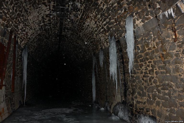 дидинский тоннель сосульки на стенах