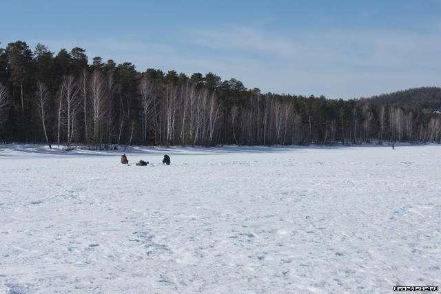 рыбаки на волчихинском водохранилище зимой